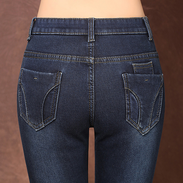 กางเกงยีนส์ทรงสลิม รุ่นหนากันหนาวมีซับกำมะหยี่ แต่งหมุดที่กระเป๋า