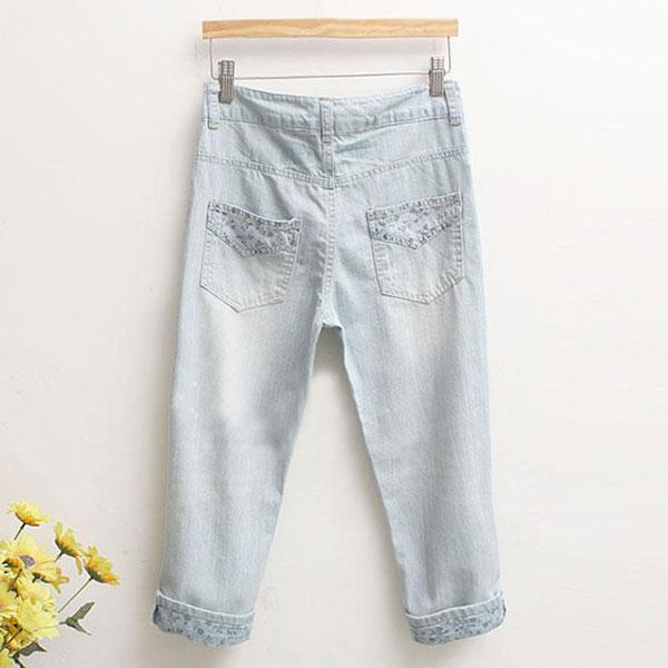 กางเกงขายาวห้าส่วน ผ้ายีนส์ฟอกนิ่มแต่งลายดอกวินเทจ