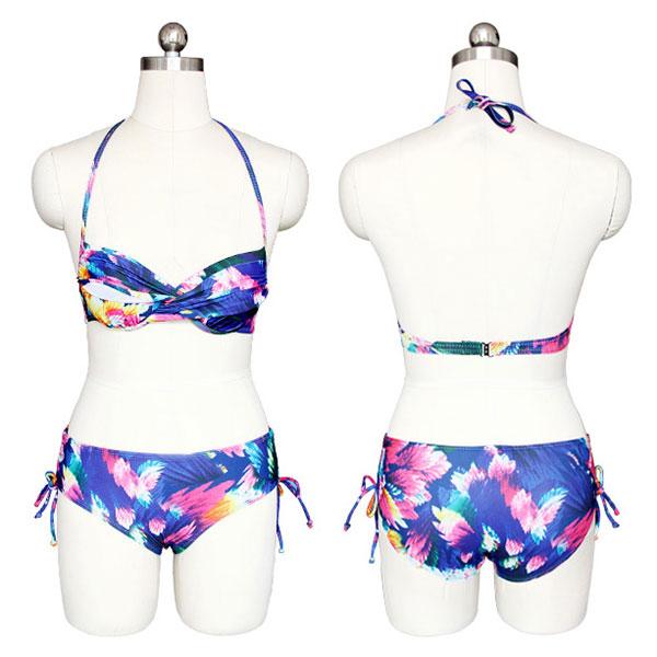ชุดว่ายน้ำบิกินี่ลายดอกสีสดใส พร้อมเสื้อคลุม งานพรีเมี่ยม