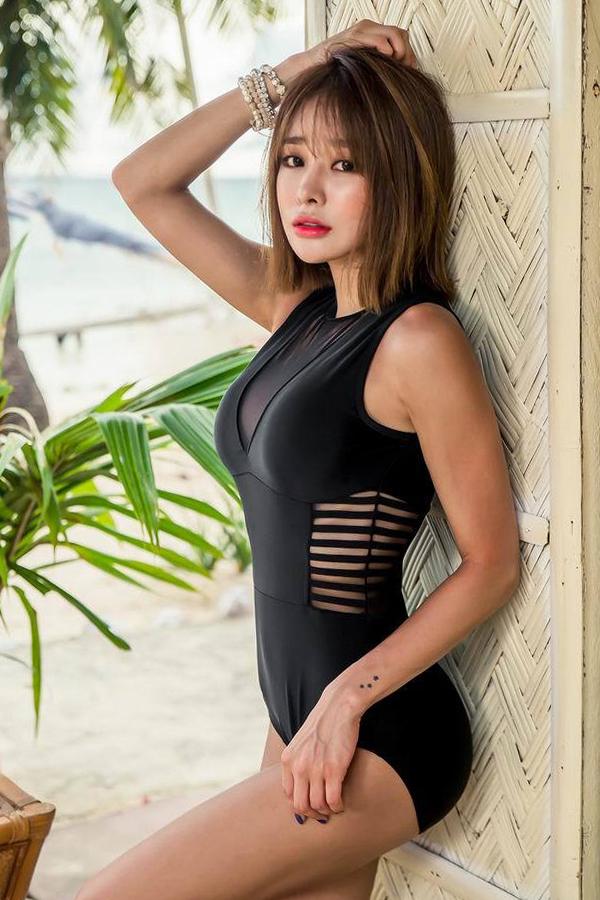 ชุดว่ายน้ำวันพีซ คอวีแต่งซีทรูสวยเซ็กซี่มากจ้า