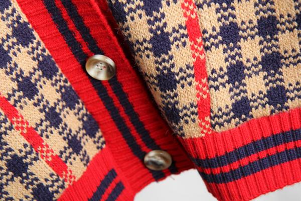 Premium Cardigan เสื้อคลุมไหมพรมคอวี ถักลายตาราง
