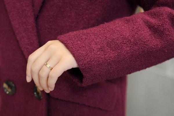เสื้อโค้ทกันหนาวตัวยาว ผ้าวูลหนา แต่งกระเป๋าคู่