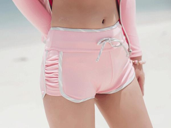 ชุดว่ายน้ำบิกินี่ พร้อมกางเกงขาสั้นและเสื้อคลุม เซ็ต 4 ชิ้น