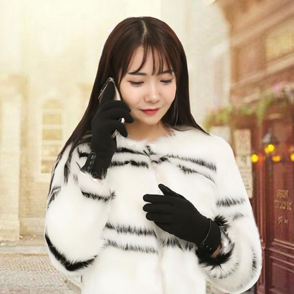 ถุงมือกันหนาวมีซับกำมะหยี่ แต่งกระดุม แบบทัชสกรีนได้