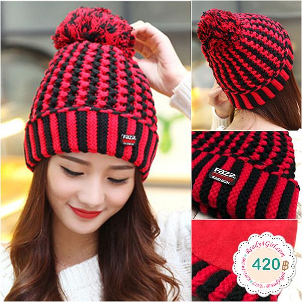 หมวกไหมพรมถักลายสลับสีแต่งปอมใหญ่ ซับผ้าสำลีกันหนาว (11433L)