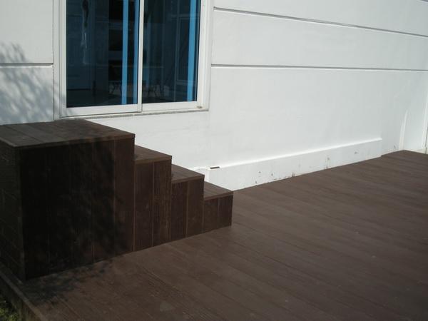 พื้นไม้ พื้นไม้เทียมลานหน้าบ้าน บ้านคุณขนิษฐา