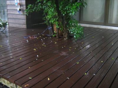 พื้นไม้ พื้นไม้เทียมสวนหลังบ้าน บ้านคุณบอย