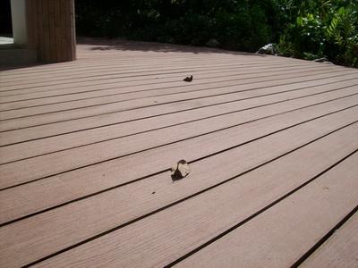 พื้นไม้กลวง (ไม้เทียม WoodMax Hollow) หน้าบ้านคุณปริญญา