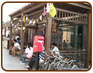 ชานชาลา ศาลา ไม้เทียม ณ สยามพารากอน