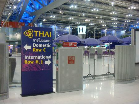 ป้ายแนะนำ เคานเตอร์เช็คอินของการบินไทย ThaiAirway International