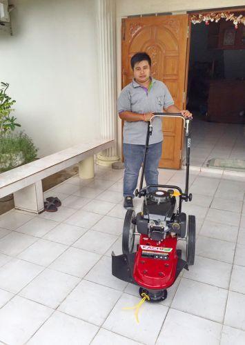 อบพระคุณท่านลูกค้า คุณธารี ( มาจาก ซอยราชครู ) ได้เดินทางมาทดสอบและสั่งซื้อรถตัดหญ้า มินิ 2 in 1 ติดตั้งเครื่องยนต์ KACHI 5.5 แรงม้า โดยทางโรงงานได้สาธิตการใช้งานและการบำรุงรักษาให้เป็นที่เรียบร้อยแล้วครับ