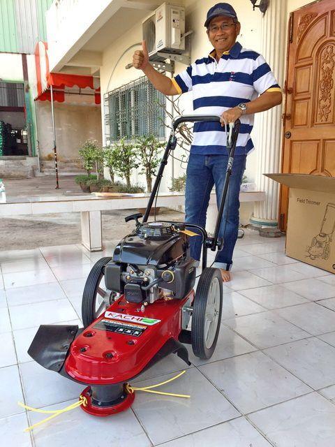 ขอบพระคุณท่านลูกค้า คุณปัญญา จากศรีนครินทร์ ได้เดินทางมาทดสอบสั่งซื้อรถตัดหญ้า มินิ 2 in 1 ติดตั้งเครื่องยนต์ KACHI 5.5 แรงม้า โดยทางโรงงานสาธิตการใช้งานและการบำรุงรักษาให้เรียบร้อยแล้วครับ