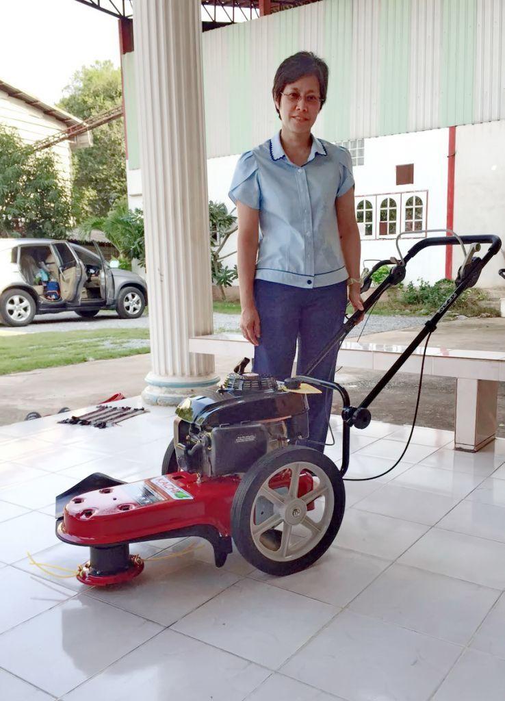 ขอบพระคุณท่านลูกค้า คุณวรรณวนัช มาจาก สวนหลวง กทม ได้เดินทางมาทดสอบและสั่งซื้อรถตัดหญ้า มินิ 2 in 1 ติดตั้งเครื่องยนต์ KACHI 5.5 แรงม้า โดยทางโรงงานสอนวิธีใช้งานและการบำรุงรักษาเรียบร้อยแล้วครับ