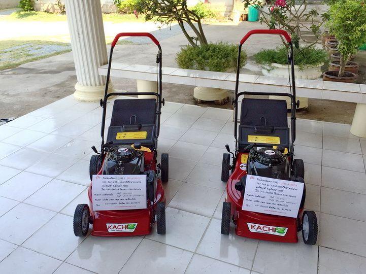 ขอบพระคุณท่านลูกค้า ร้านไทยพัฒนา ( 1993 ) จ.สุรินทร์ ได้สั่งซื้อรถตัดหญ้า 4 ล้อสนาม รัศมีตัด 18 นิ้ว รุ่นมีถุงเก็บหญ้า ติดตั้งเครื่องยนต์ KACHI 5.5 แรงม้า โดยทางโรงงานทดสอบการใช้งานและแพ็คกิ้งจัดส่งเป็นที่เรียบร้อยแล้วครับ