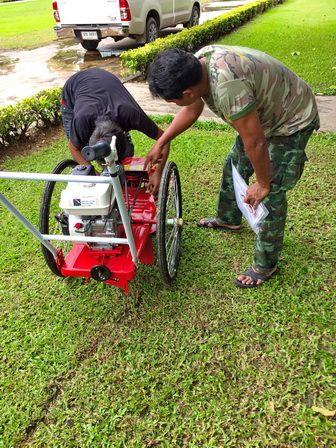 ขอบพระคุณท่านลูกค้า โรงพยาบาลพระมงกุฎ ( อนุสาวรีย์ชัยสมรภูมิ ) ได้สั่งซื้อรถตัดหญ้า 3 ล้อจักรยาน ติดตั้งเครื่องยนต์ HONDA GP160 5.5 แรงม้า ทางโรงงานจัดส่งสินค้า พร้อมทั้งสอนการใช้งานและการบำรุงรักษาให้เรียบร้อยแล้วครับ