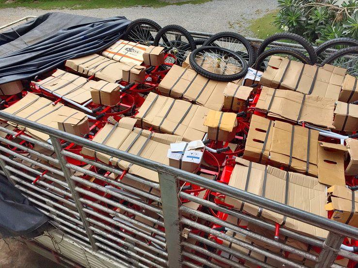 ขอบพระคุณท่านลูกค้า ประเทศมาเลเซีย ได้สั่งซื้อรถตัดหญ้า 2 ล้อจักรยาน ล้อยางลมใหญ่ พร้อมอะไหล่ 1 คันรถใหญ่ พร้อมแท่นพ่นยาเหล็กฉาก ทางโรงงานได้โหลดสินค้าขึ้นรถสิบล้อพร้อมทั้งมุ่งหน้าออกเดินทางเป็นเรียบร้อยแล้วครับ