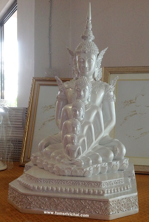 พระบูชาพระพุทธเจ้า 5 พระองค์ วัดพระธาตุผาซ่อนแก้ว