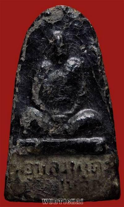 หลวงพ่อแดง เนื้อดินผสมว่านลงรักเก่า รุ่นแรก สร้างประมาณปี 2500 ต้น ๆ