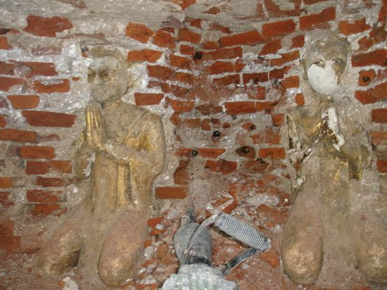 พระอัครสาวก ซ้าย-ขวา พระหนุนดวง พระค้ำดวง ที่คอยค้ำฐานอุโบสถวัดบางจาก
