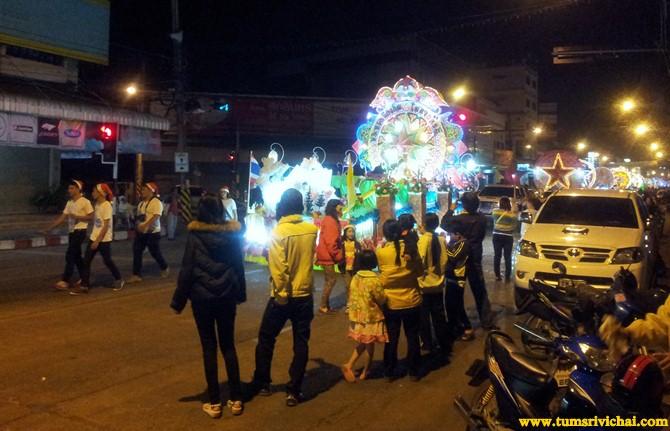 เทศกาลแห่ดาวสกลคร กับขบวนรถประดับไฟนับร้อยคัน