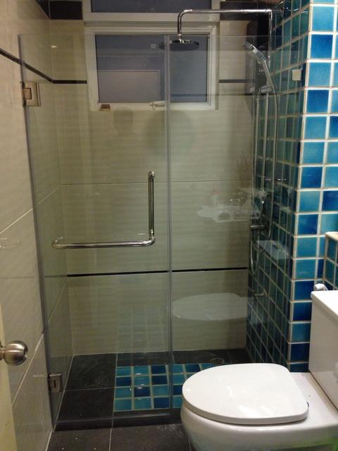 กระจกกั้นส่วนห้องน้ำ