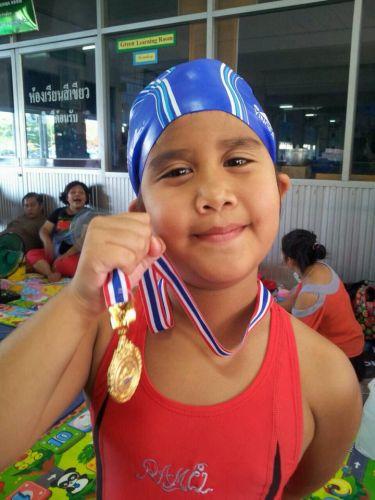 คนเก่งวัฒนาสาธิต    พี่อุ๋งอิ๋ง  เป็นตัวแทนโรงเรียนแข่งขันว่ายน้ำ
