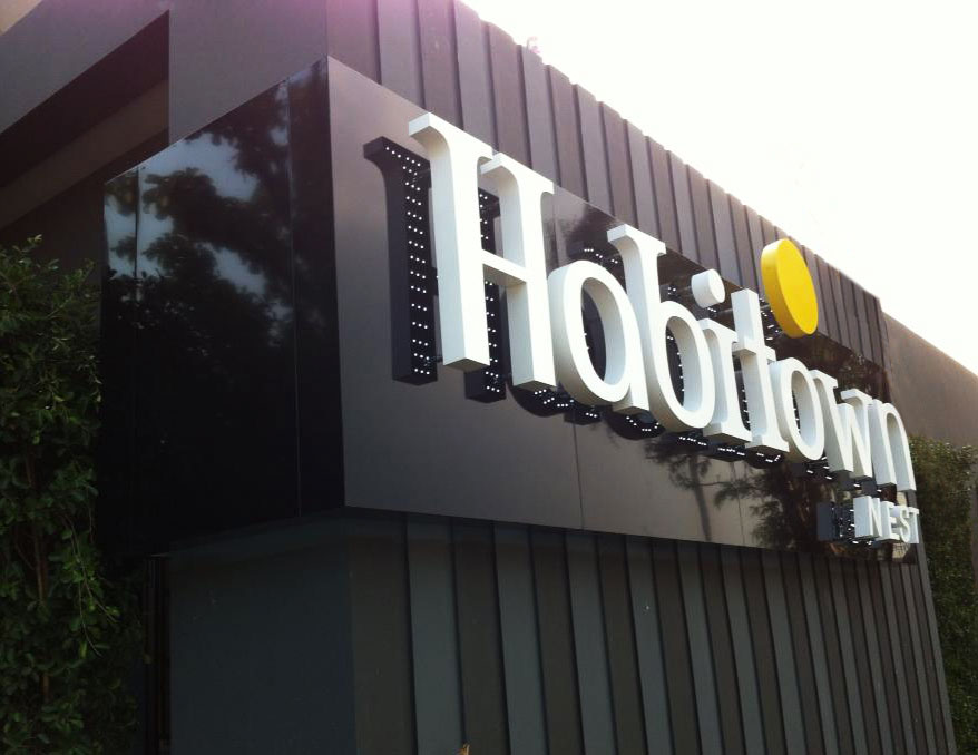งานผลิตและติดตั้งป้าย Habitown Nest ด้านข้าง