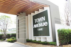 ป้ายหน้าโครงการ Town Avenue ท่าข้าม