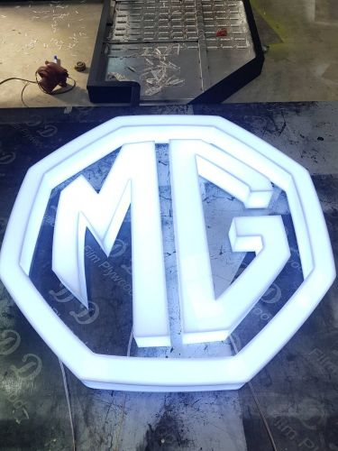 MG logo อะคริลิกต่อขอบซ่อนไฟ LED แสงขาวด้านใน