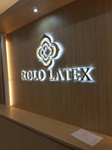 Logo Rolo Latex ซ่อนไฟด้านหลัง
