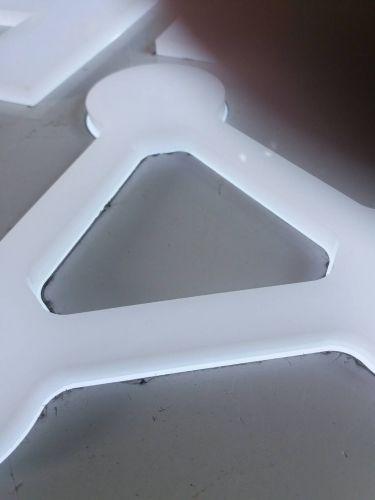 ติดอะคริลิกขาว 10 มม ด้านหน้า เพื่อนำแสงออกมา
