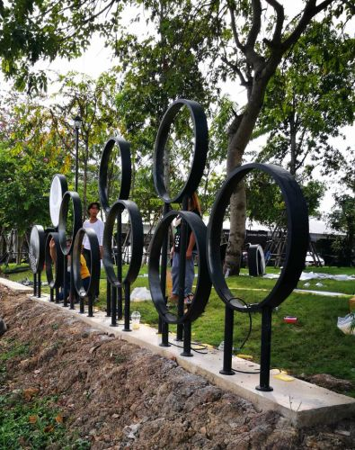 ป้ายไฟวงกลม มีขาตั้งพื้น ป้ายหน้าโครงการ le Jardin เลอ ชาแดง ปากเกร็ด