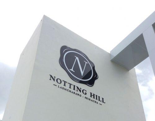 ป้ายโลโก้บนดาดฟ้า โครงการ Notting Hill แหลมฉบัง